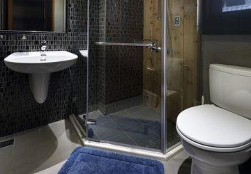 Malá koupelna: jak vizuálně rozšířit prostor?